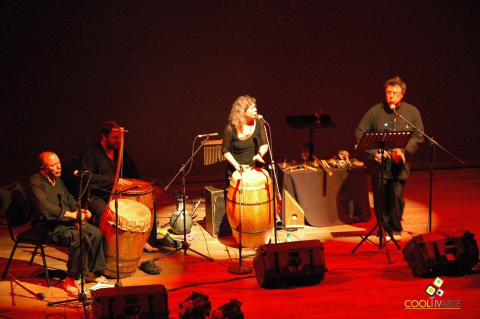 """imagen - Ciclo """"Esto pasa por la voz"""" Sabrina Lastman y Luis Bravo junto a Berta Pereira - Octubre 2009 - © Federico Meneses"""