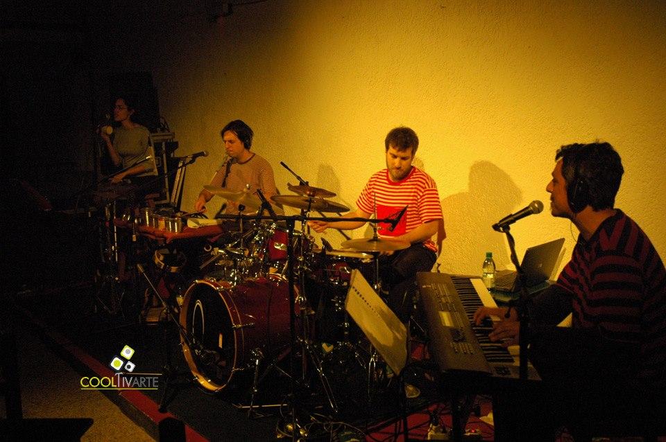 imagen - COSO presenta su disco INVASIÓN - Café La Diaria - Octubre 2010 © Federico Meneses