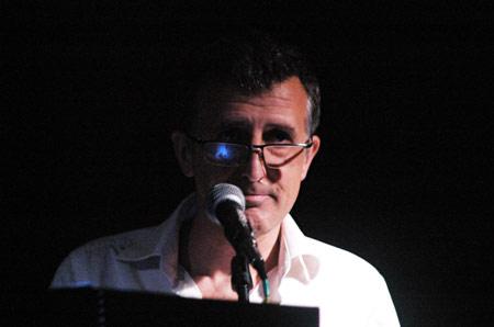 Imagen archivo: Gabriel Richieri presentando Gravedad en Planetario Municipal - Noviembre 2010. Foto: Federico Meneses