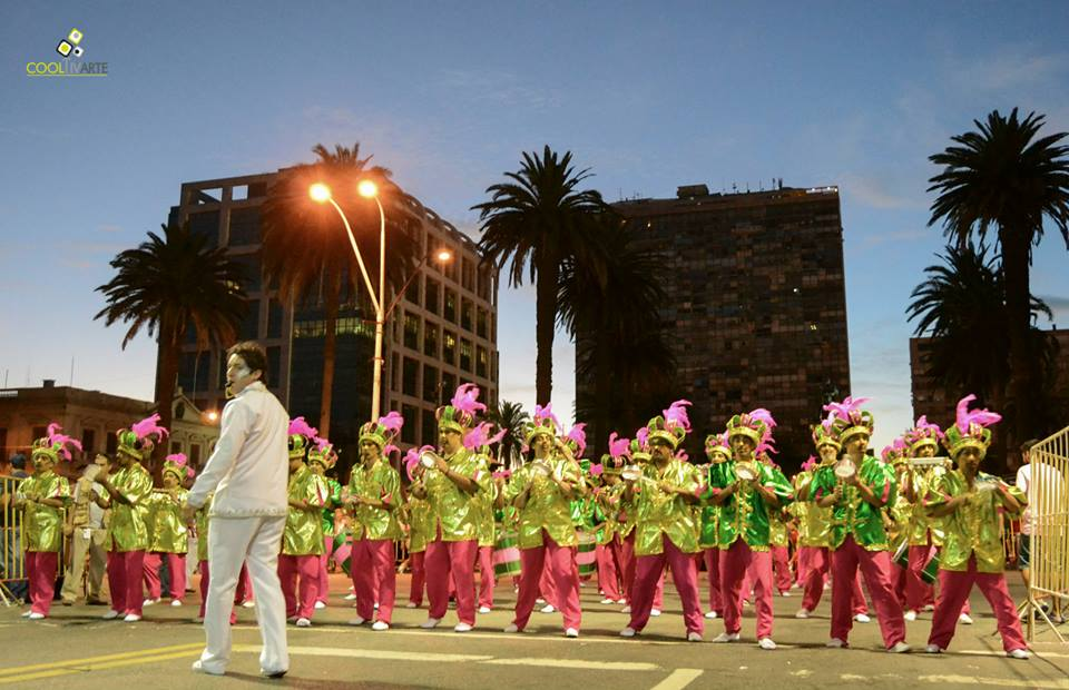 imagen - El pasado viernes 23 de enero se realizó por la avenida 18 de Julio de Montevideo el desfile de las Escolas de Samba Fotos © Daniela Hernández