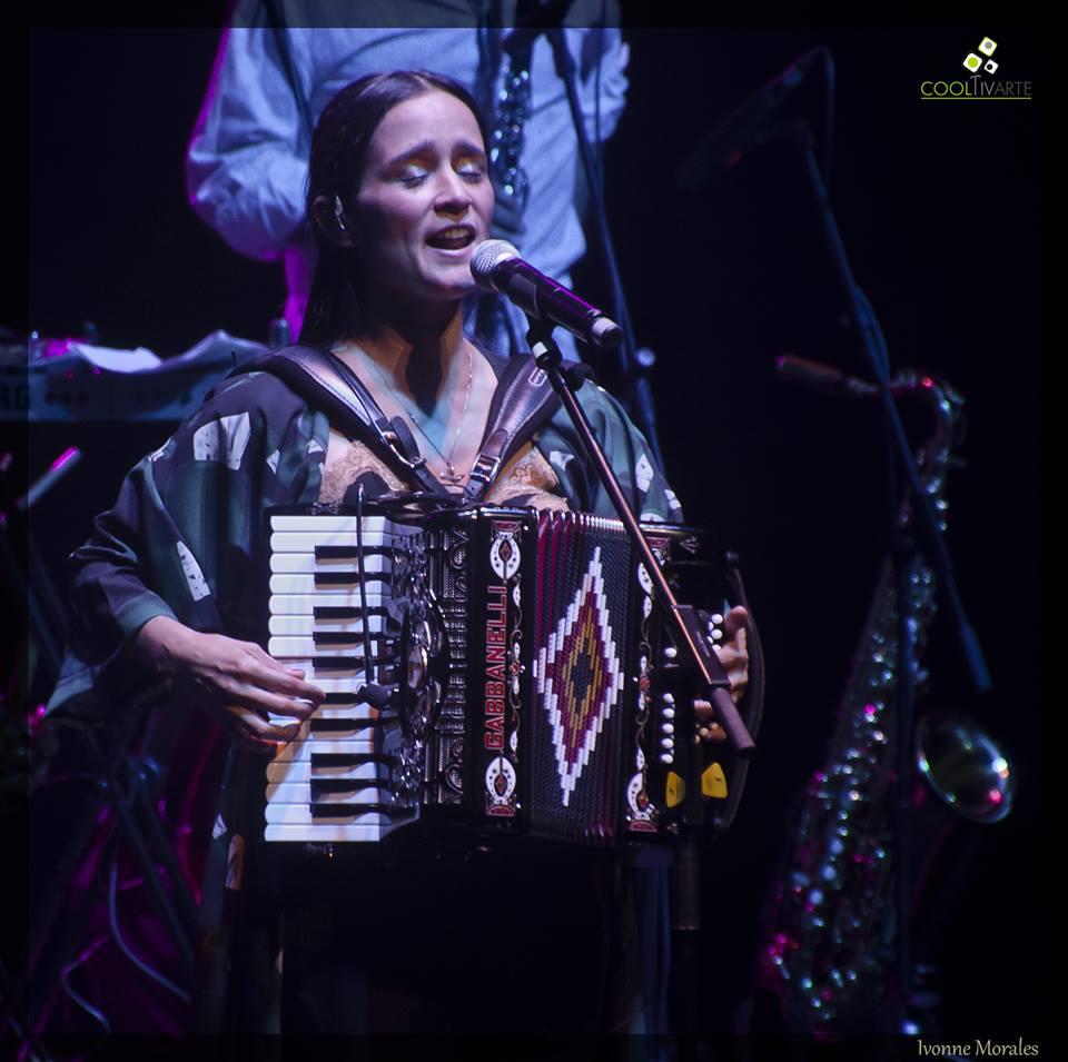 imagen - Julieta Venegas en Montevideo 17/6/2015 - Telonera: Eli-u Pena Foto © Ivonne Morales