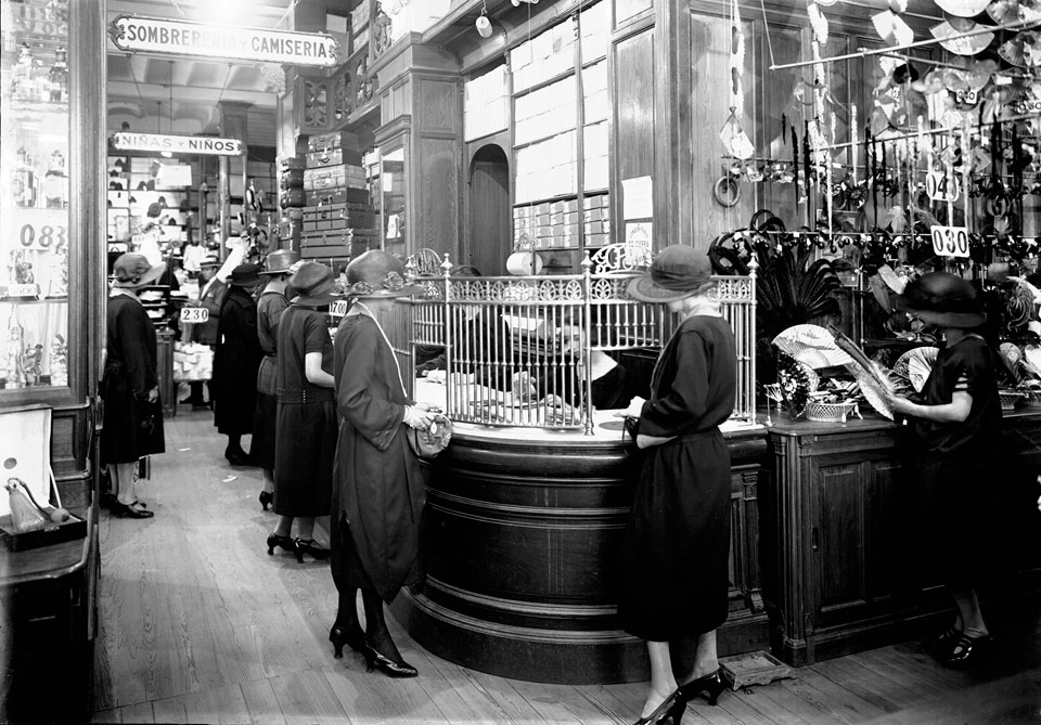 imagen - London-París: S.i. Tienda London Paris. Año 1922. (Archivo de la Imagen del Sodre)