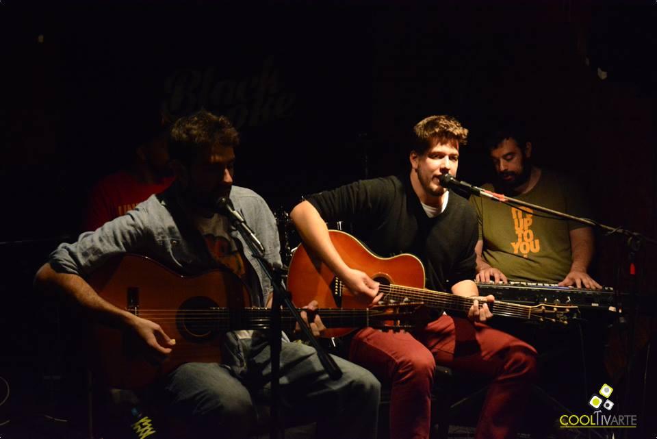 Pedro Restuccia - Ariel Cancio en vivo - 6 de noviembre 2015 - Solitario Juan - Foto Federico Meneses
