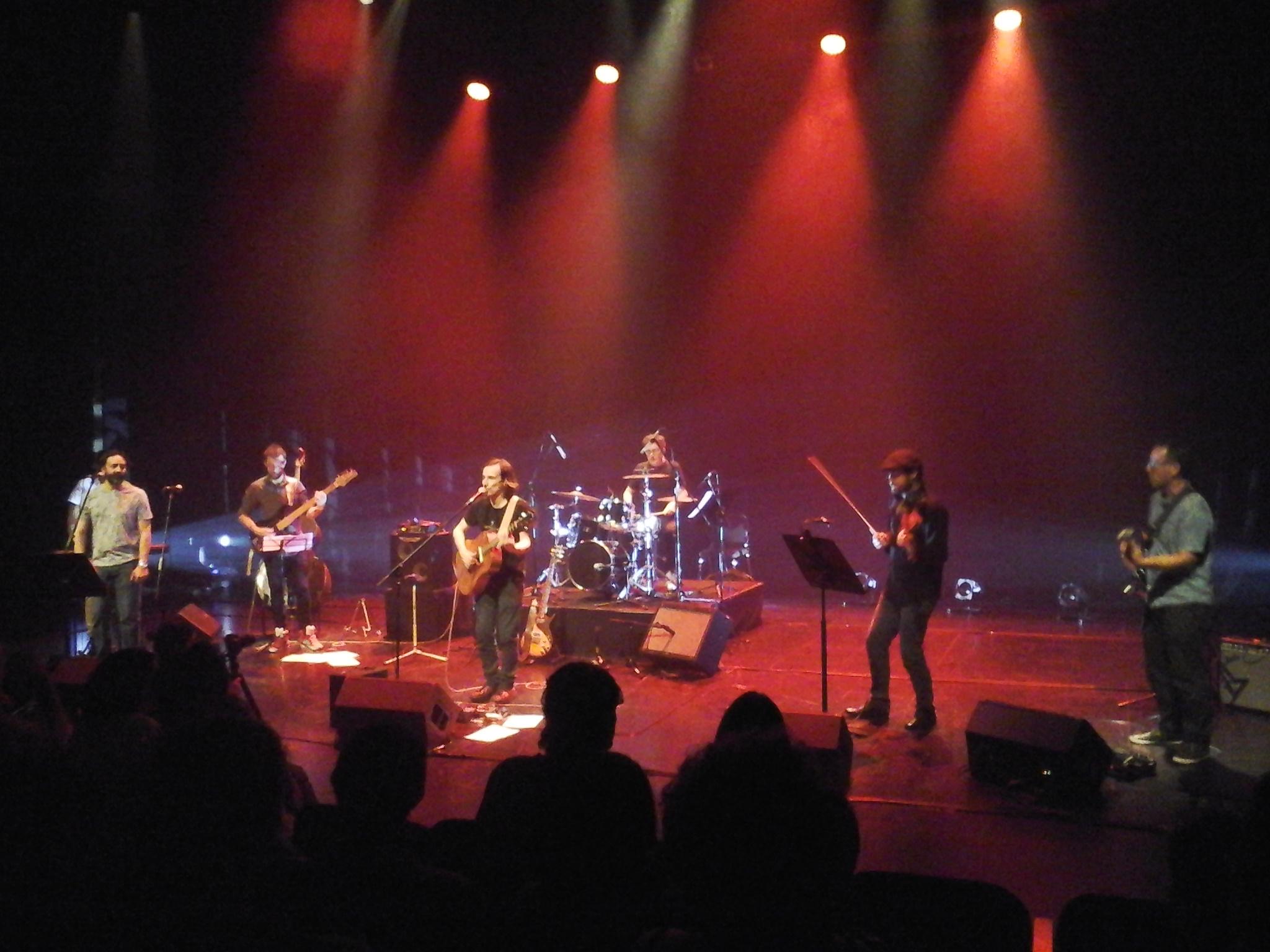 Santiago Montoro presentó su álbum Jardín en un show impecable