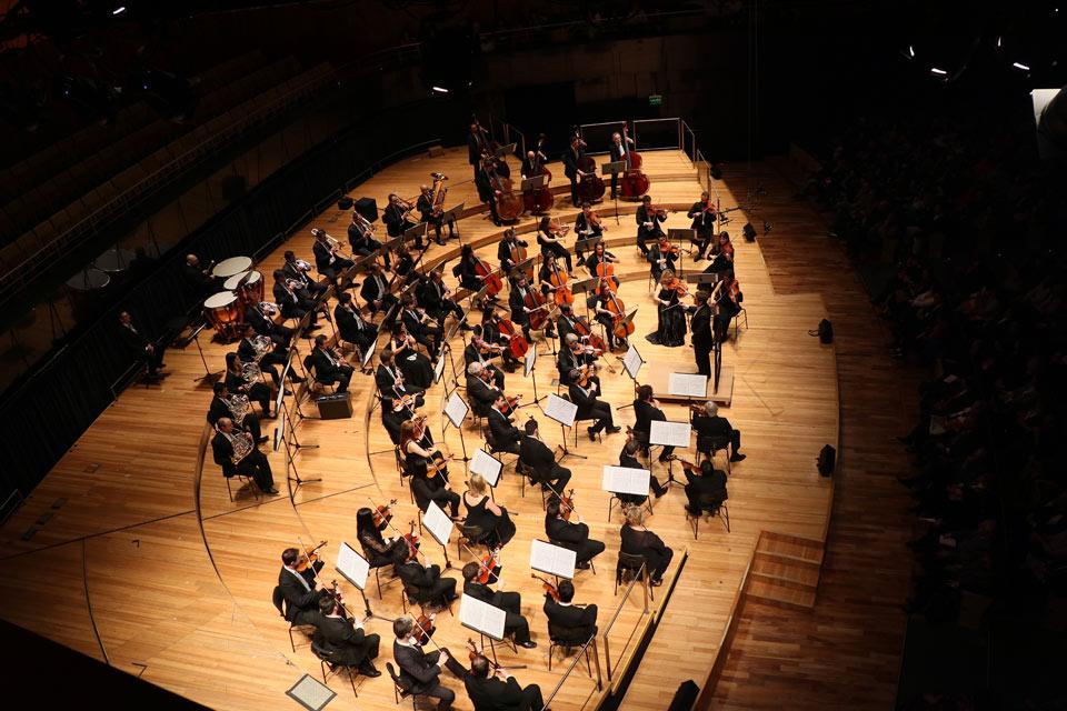 La orquesta del Sodre deslumbró al público porteño Cerca de 2000 personas aplaudieron de pie a la Ossodre -Orquesta Sinfónica del Sodre- de Uruguay el pasado sábado 11 de agosto en la principal sala del CCK