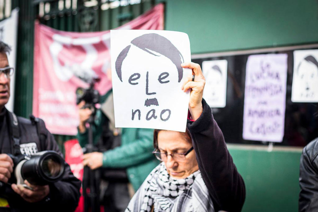 Ele Não: concentramos en la embajada de Brasil movilización continental antifascista #elenao Cobertura: Camila Caballero www.cooltivarte.com