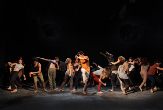 """El elenco de danza contemporánea de la Universidad Nacional de las Artes (UNA) se presenta en el ciclo """"Danzas en Compañía"""" del Teatro de la Ribera. La entrada es gratuita y las localidades podrán retirarse desde dos horas antes de la función en la boletería del teatro."""