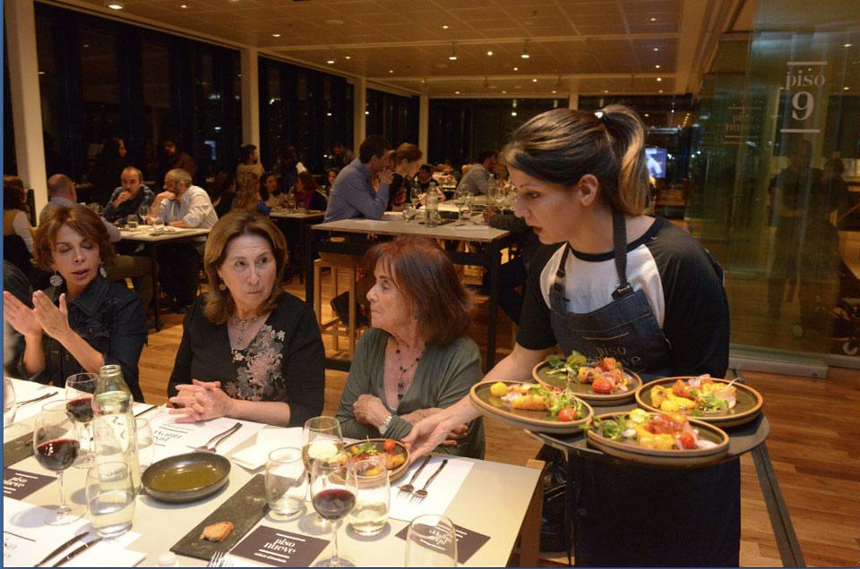 Piso Nueve es un innovador espacio de cocina argentina que se integrará a la programación del CCK a partir del 4 de junio. Se proyectará al país a través de la producción de contenidos audiovisuales para la señal Fuegos, Cultura en la cocina, de la plataforma Cont.ar del Sistema Federal de Medios y Contenidos Públicos