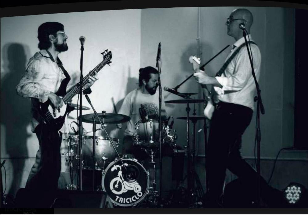 Triciclo banda Un trío ecléctico y eléctrico,de canciones propiasy otras apropiadas