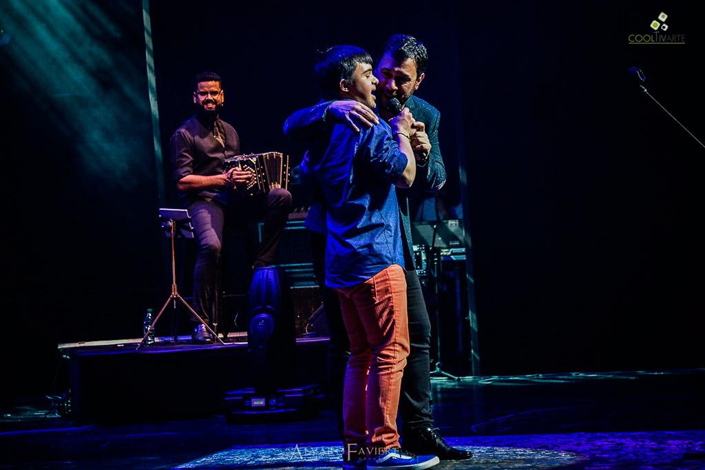Lucas Sugo en el sodre presentando (canciones que amo 2) Fotografia © Alvaro Faviere www.cooltivarte.com