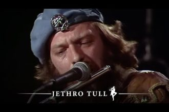 "Jethro Tull performing ""Old Ghosts"" on German TV Show ""Rockpop"" in March 1980."