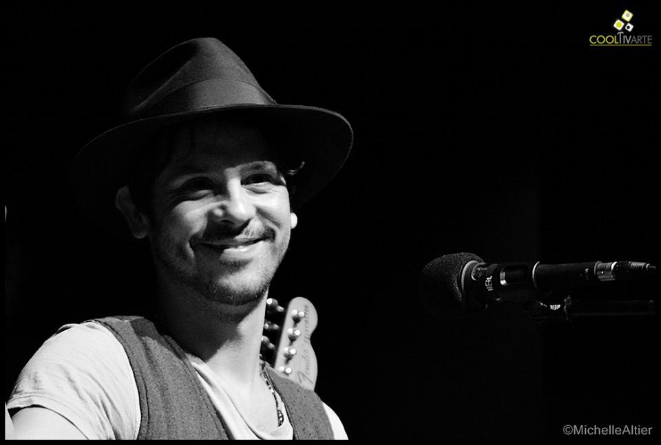 imagen - Lisandro Aristimuño / Set solo + cuerdas / Teatro El Galpon / 10 de Octubre 2014 Fotografias: Michelle Altier