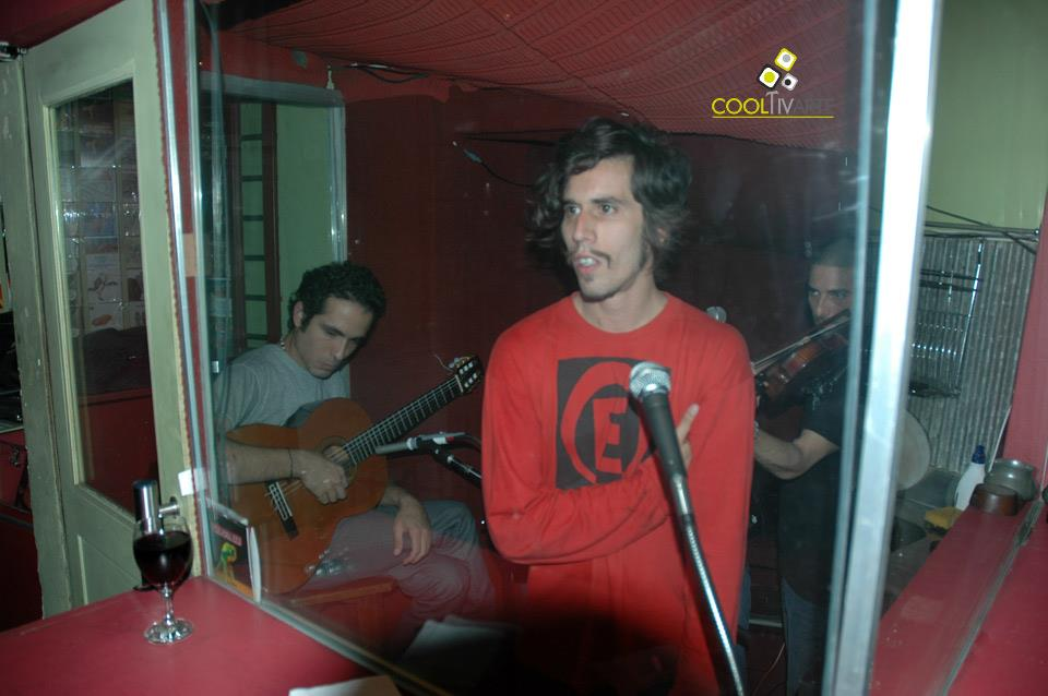 imagen - Martín Barea Mattos & Por hora por día por mes - Ronda de Poetas - Abril 2009 - © Federico Meneses