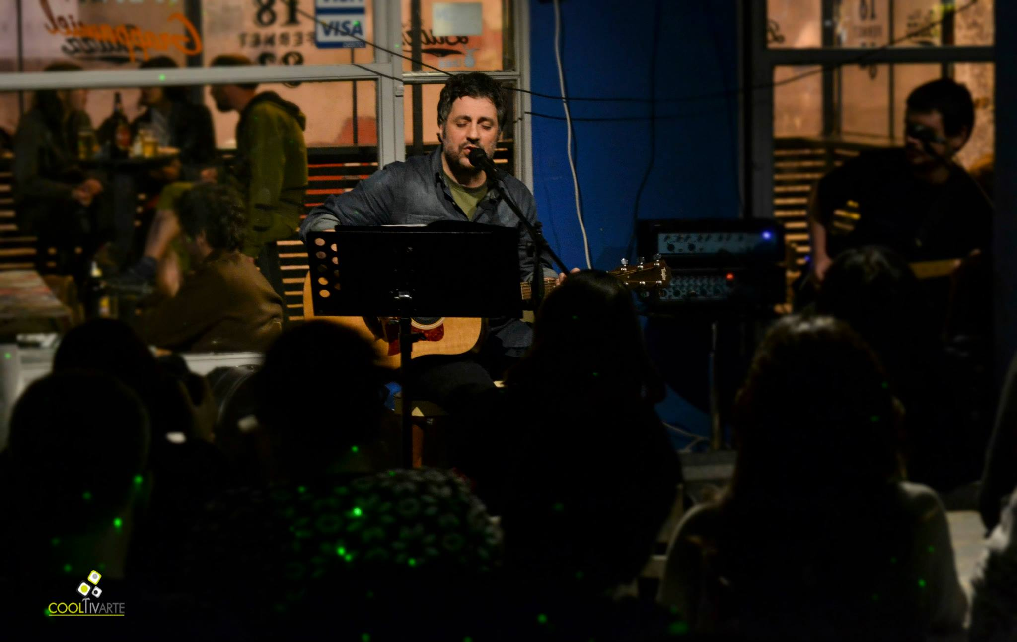 "imagen - GARO presentó ""Un mundo sin gloria"" en Bluzz Bar el pasado marte 4 de noviembre Foto: Daniela Hernández"