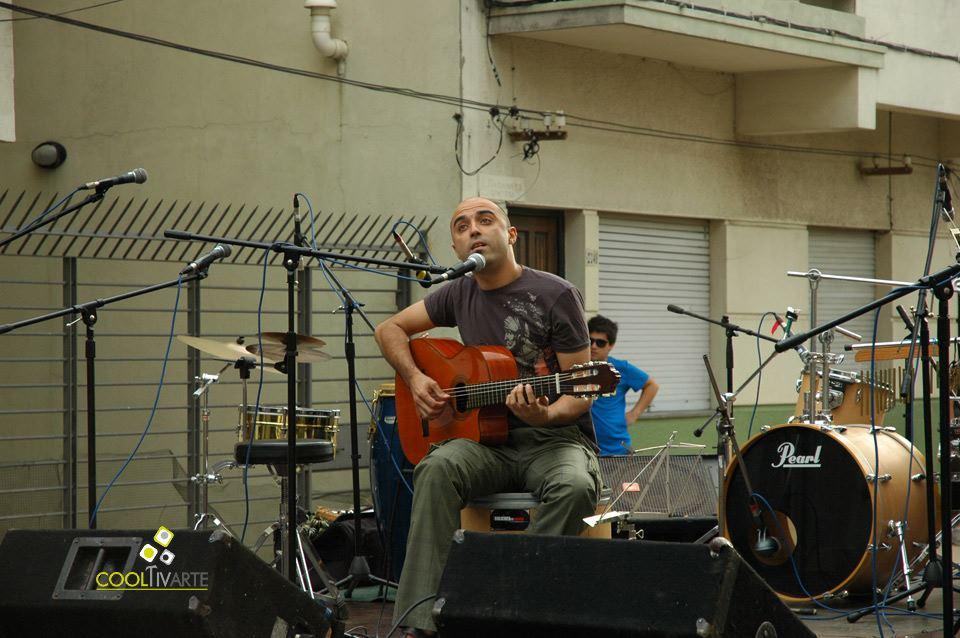imagen - En el callejón de Orestes Araujo, esq. Pablo de María - Graffitis y Bandas en vivo - Diciembre 2010 © Federico Meneses