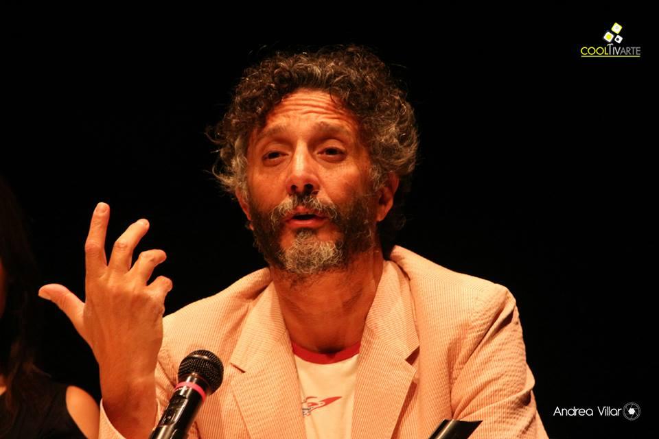 """Imagen portada: FITO PAEZ - Presentación de su novela """"La puta diabla"""". 02/02/15 Teatro Solís FOTO © Andrea Villar"""
