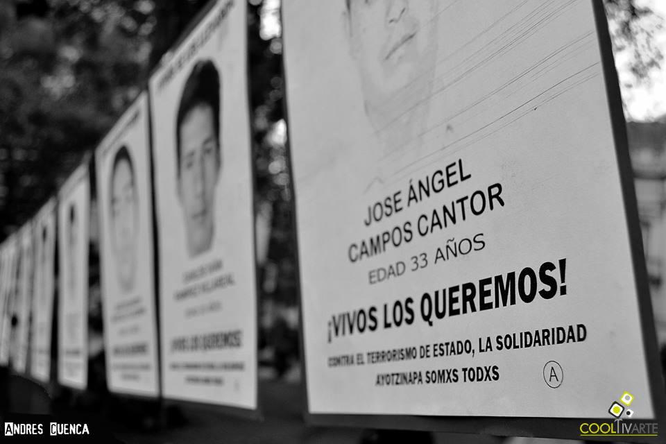 imagen - Acción Global por Ayotzinapa foto Andrés Cuenca