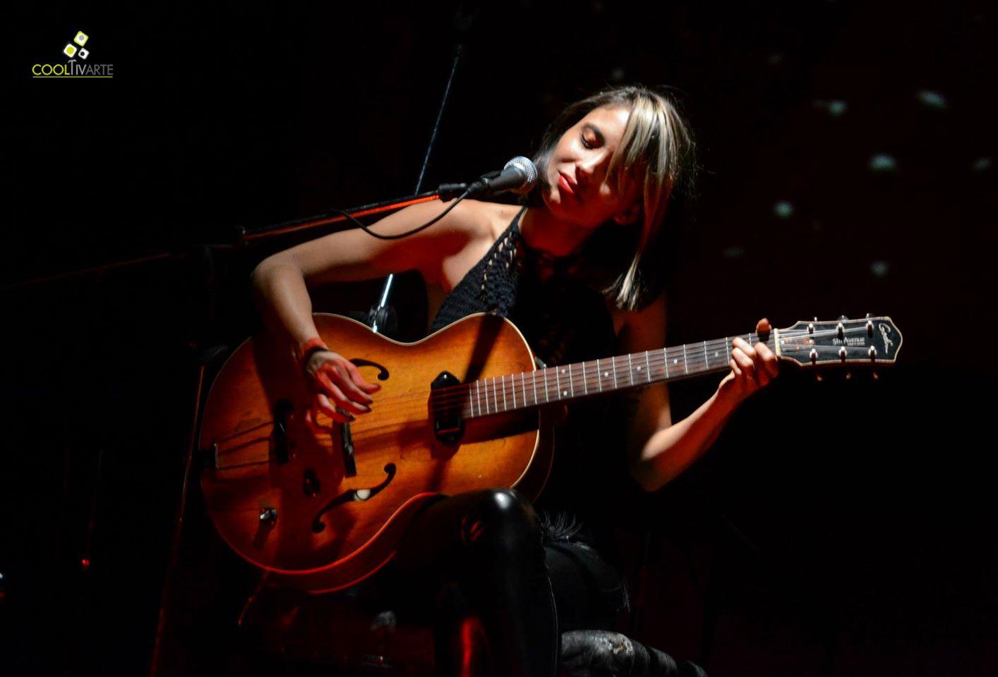 """El pasado viernes 10 de abril se presentó ALFONSINA en la Sala Vaz Ferreira con su disco """"El bien traerá el bien y el mal traerá canciones"""" .......................................................... www.cooltivarte.com FOTOS: Daniela Hernández"""