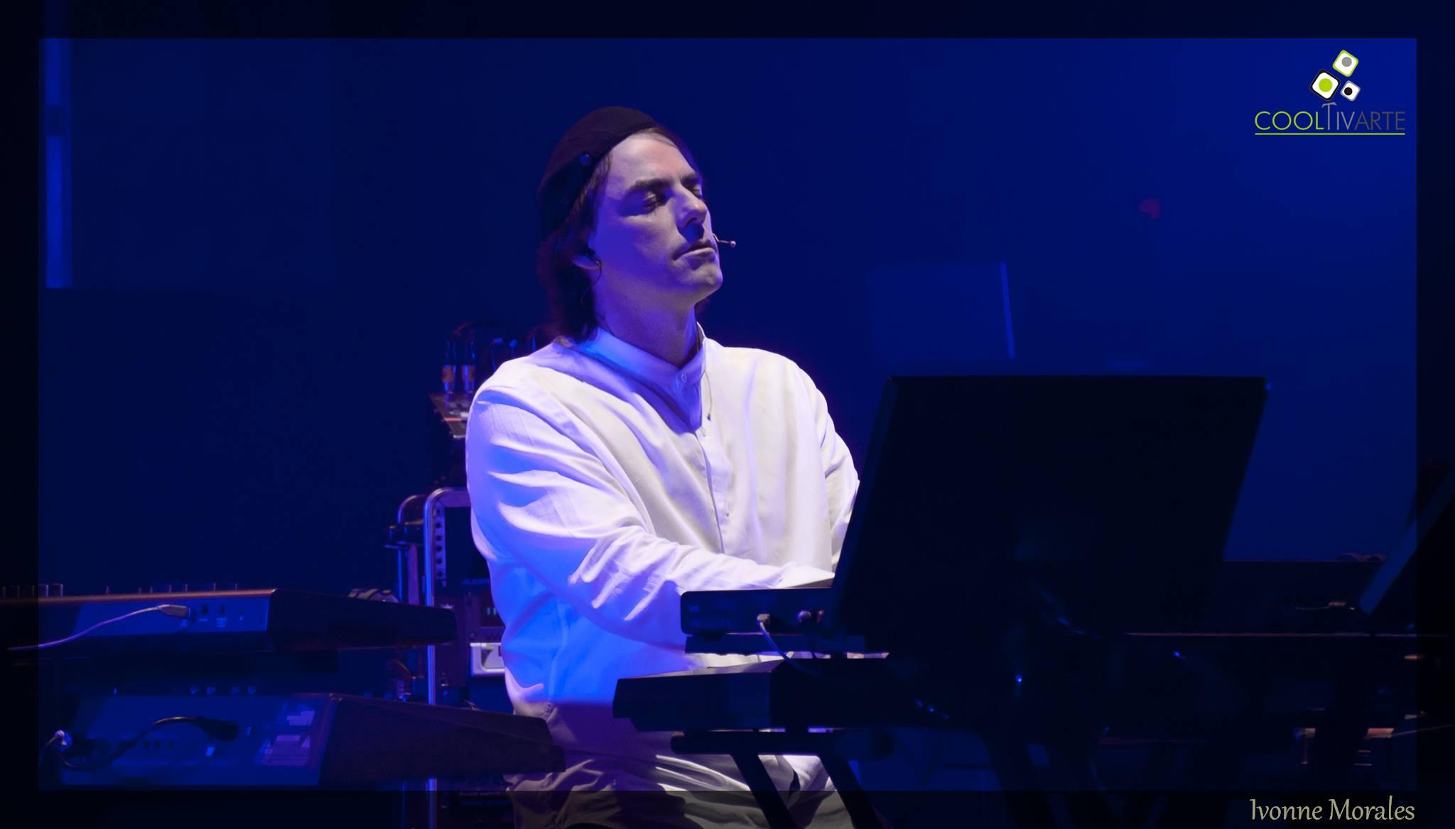 Emil Montgomery en concierto. 25 Años. Teatro Solís (Sitio Oficial) - 4 de Mayo 2016. Foto © Ivonne Morales