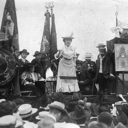 Rosa Luxemburgo en un acto de masas
