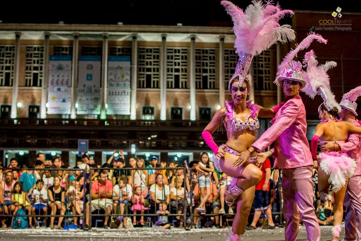 Revista House carnaval 2017 desfile en 18 de julio - foto javier fuentes