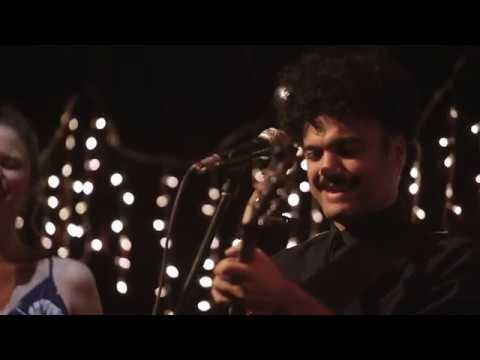 """Versión de la canción """"Amapola"""" (Juan Luis Guerra) interpretada por Belén Cuturi y Alex Ferreira en el Foro del Tejedor (Ciudad de México, 12 de septiembre de 2018)."""