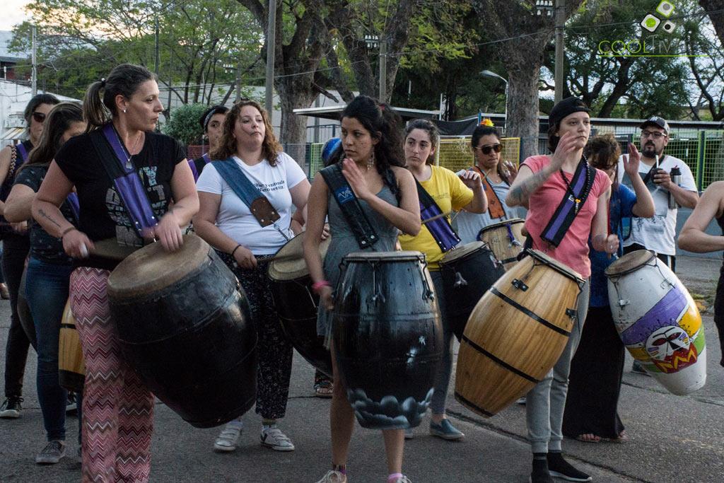 Afolé interviene las plazas con percusión y danzas africanas. Primer intervención en Plaza Flores junto a La Tambora Candombe Salto, Uruguay - Octubre 2018 Foto © Mayra Cánepa www.cooltivarte.com