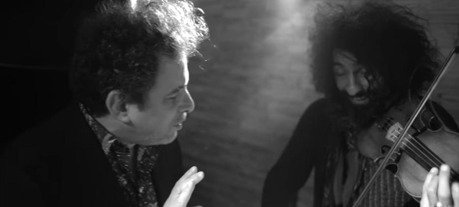 El prodigio del violín, Ara Malikian presenta un segundo adelanto de su nuevo álbum junto al maestro Andrés Calamaro en una personal versión del clásico tango de Cadícamo y Cobián