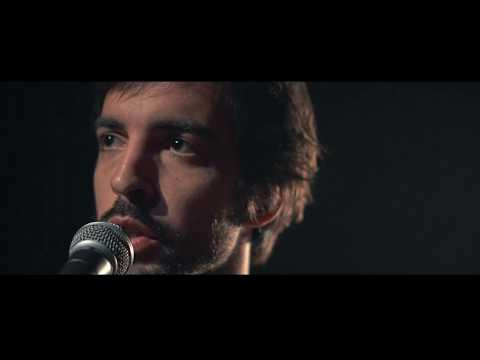 """""""Cruzar la noche"""" es la canción que abre y le da nombre al segundo disco de El astillero."""