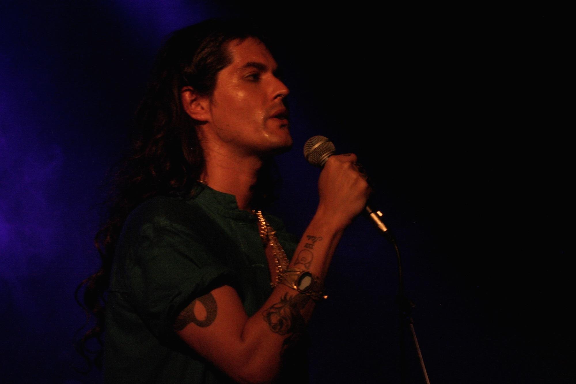 Filipe Catto durante su presentación en el Origami Music Fest
