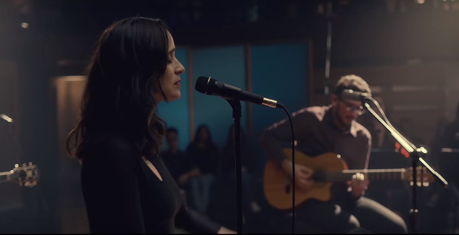 No Te Va Gustar ft. Julieta Venegas - Chau (Video Oficial)