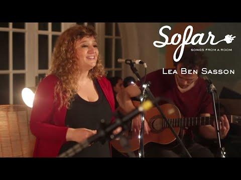 "Lea Ben Sasson performing ""Es un Tren"" at Sofar Montevideo on September 22, 2018"