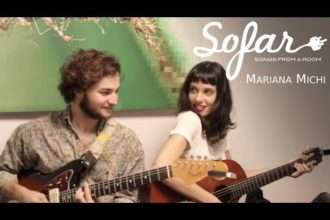 "Mariana Michi performing ""No Somos Reyes"" at Sofar Montevideo on April 20, 2018"