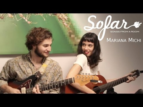 """Mariana Michi performing """"No Somos Reyes"""" at Sofar Montevideo on April 20, 2018"""