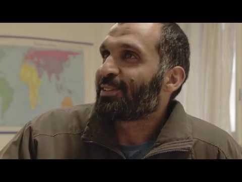 Después de trece años en Guantánamo, Mohammed es puesto en libertad y trasladado aUruguay. Tiene una segunda oportunidad; empezar una nueva vida en libertad en un lugardesconocido. Pero 'libertad' es una palabra grande con un significado muy complejo. Título original: La Libertad Es Una Palabra Grande Director: Guillermo Rocamora Reparto: Muhammad Abdallah