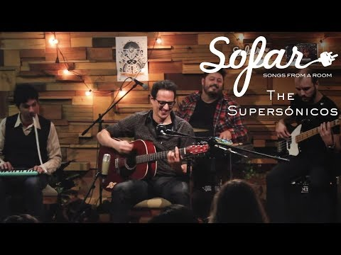 """The Supersónicos performing """"Relleno de Chocolate"""" at Sofar Montevideo on May 19, 2018"""