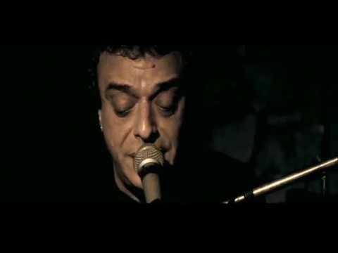 Registro de la actuación de Jorge Galemire en el pub 'El Tartamudo' de la Fundación Eduardo Mateo (2008). Producción y Dirección: Toni Henderson.