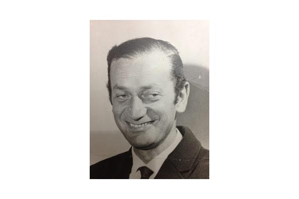 En la foto Eduardo Bleier, cuya sonrisa y su praxis humanista perdura en la memoria, ese lugar más significativo que la tierra o el mar.