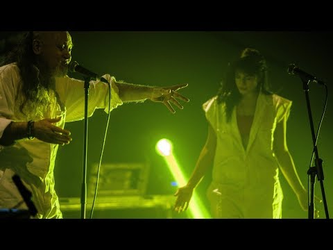 """ES ESE MISTERIO (LA FELICIDAD) canción incluida en """"EL COMFORT DE LOS ESCLAVOS"""" (EP)."""