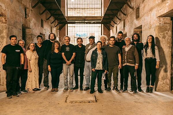 Madrugada del 76 se presenta con un videoclip filmado en la cárcel de Cabildo, no pretende ser mucho más que un pequeño homenaje a esa lucha incansable, a esa búsqueda de todos los días que nace en los 70 con la Dictadura Militar.