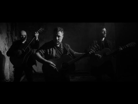 «Camiones» está escrita y compuesta por el trío Arakelian / Deniz / Presa, y es el track 5 del disco Cruzar la noche (2018, Bizarro) de El Astillero.