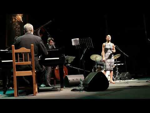 24° Festival Internacional de Jazz de Punta del Este Joy y Lucy, presentan: Tributo a Ella Fietzgerald y Billie Holiday. Finca El Sosiego - 4 de enero de 2020 David Feldman - Piano Nate Pence - Contrabajo Jason Brown - Batería Lucy Yeghiazaryan - Voz
