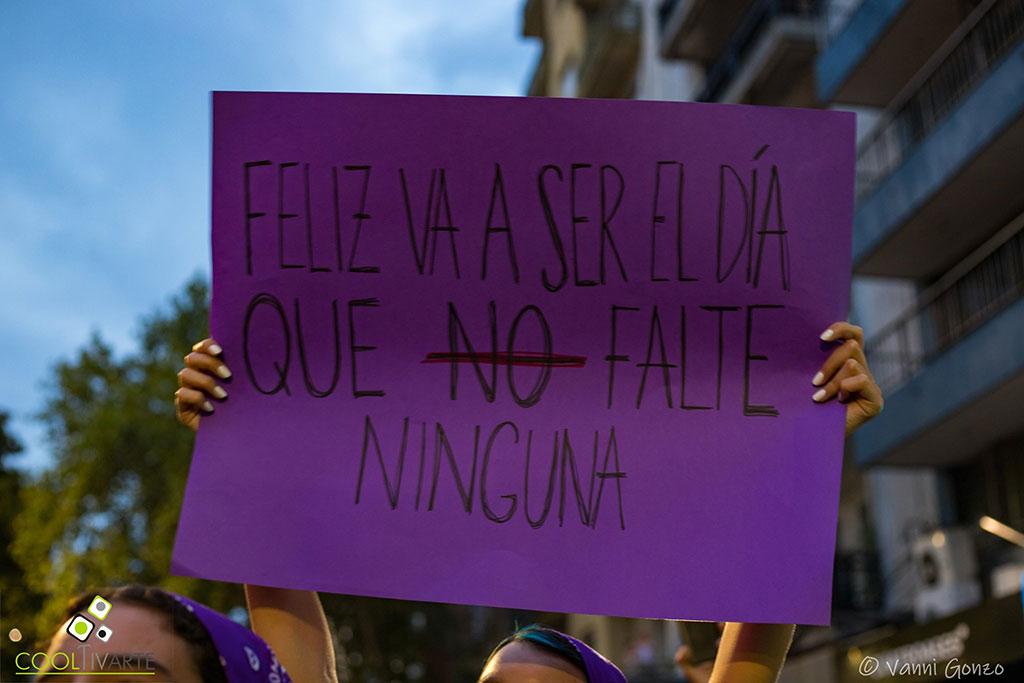 """""""Feliz va a ser el día que no falte ninguna"""" 8M - Día Internacional de la Mujer 8 de marzo 2020 avenida 18 de julio - Foto © Vanni Gonzo www.cooltivarte.com"""