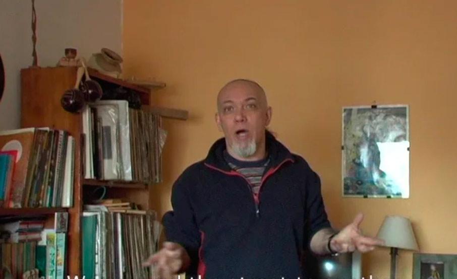 Documental musical que cuenta parte de la historia del Uruguay cultural post dictadura a través de la historia de Tabaré Rivero y de su banda de rock La Tabaré Riverock Banda.