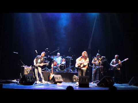 """Toma en vivo en la Sala Zitarrosa realizada en la presentación del CD """"Rompecabezas"""" de Daniel Domínguez y La 33, el 19 de diciembre de 2013."""
