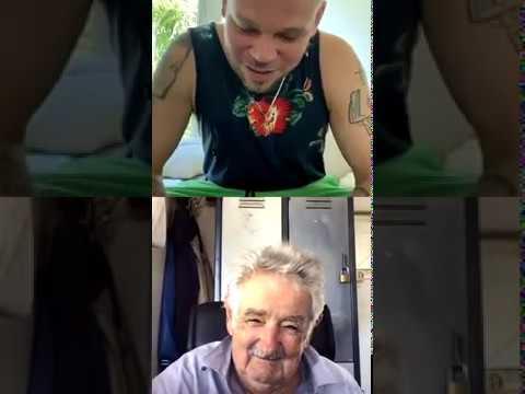 Conversando con Pepe Mujica, ex presidente de Uruguay, sobre varios temas. Residente