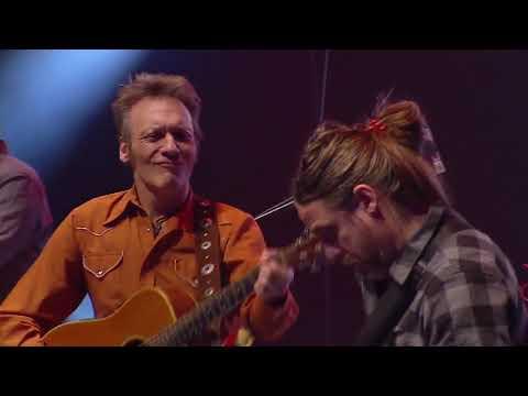 Invitado: Juan Pablo Chapital en guitarra Nasser 3.0 fue una celebración de cada una de las etapas musicales de Jorge Nasser: Milonga, Blues, Rock, Canciones... 18 de mayo del 2016 en la Sala Adela Reta del Auditorio Nacional del Sodre