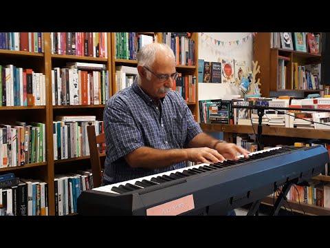 Leo Maslíah en el ciclo 'Letra & Música en Las Karamazov' · 2 de Diciembre de 2018 Leo Maslíah: piano.