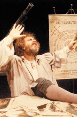 El Ministerio de Cultura de la Ciudad de Buenos Aires, a través del Complejo Teatral de Buenos Aires, informa que desde el sábado 27 de junio a las 20 horas, se ofrecerá a través de las plataformas Cultura en Casa y la web del Complejo Teatral de Buenos Aires