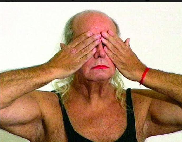 Foto de portada. Alberto Restuccia en -Striptease 1- Fernando Alvarez Cozzi y Sylvia Meyer, 2006.